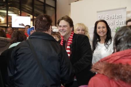 Marcus Zander Begrüßt Gäste