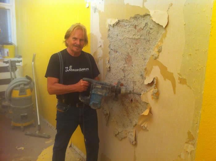 15.09.2014 -  Frank Zander unterstützt das rbb Projekt 96 Stunden - Renovierung der Caritas-Ambulanz