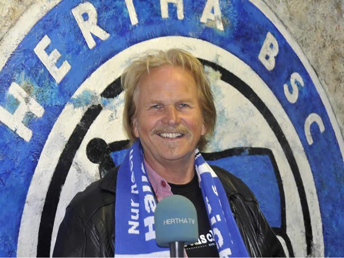 09.05.2009 - Frank Zander und Hertha BSC  laden fast 1000 Obdachlose ins Olympiastadion ein