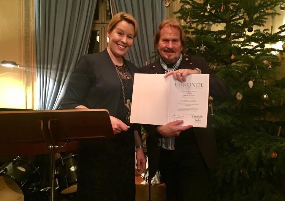 Sechs Persönlichkeiten erhalten Neuköllner Ehrennadel als Anerkennung ihres Engagements