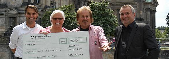 Sommer 2010 - Club-Mitarbeiter spenden für Weihnachtsfeier