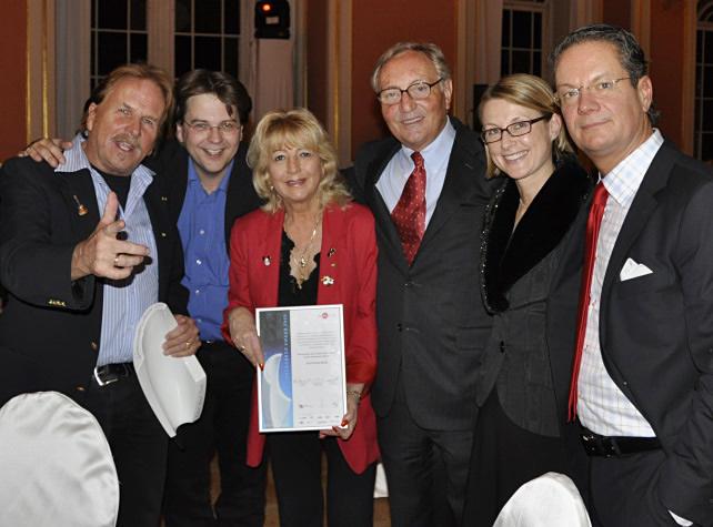 """März 2009 - Frank Zander und das Estrel Hotel erhalten den """"Grenander Award 2009"""""""